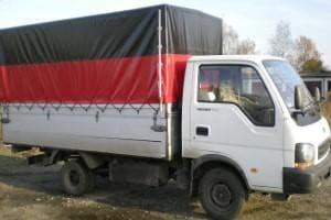 ciężarówka z płachtą na pace